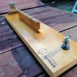 Stacjonarne urządzenie do wiązania haczków i równej długości przyponów